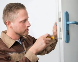 4 Essential Skills of a Professional Locksmith