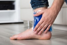 5 Possible Sprained Ankle Symptoms and Treatment Options